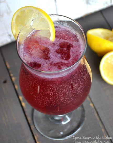 Skinny Blueberry Lemonade Fizz